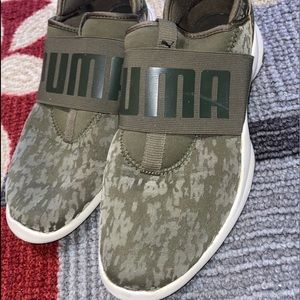 Cute Camouflage green PUMA Slide on shoes size 5.5